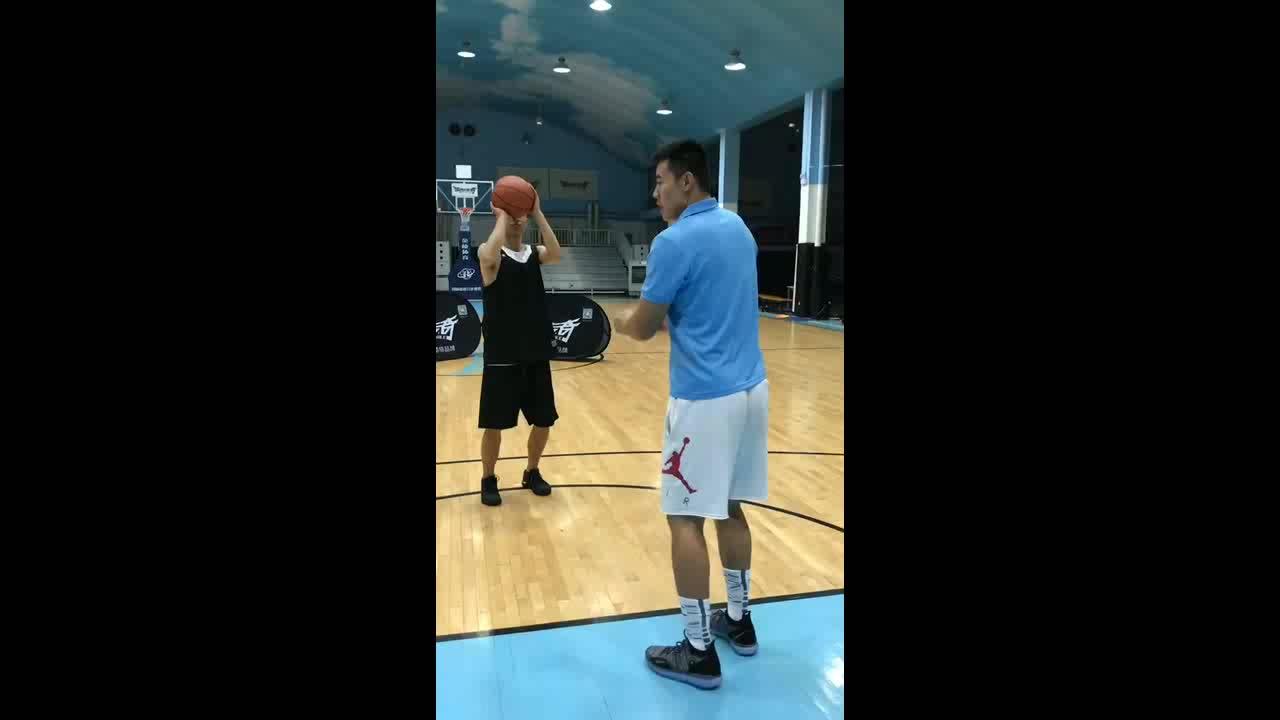 打篮球中如何避免造犯规和被造犯规?