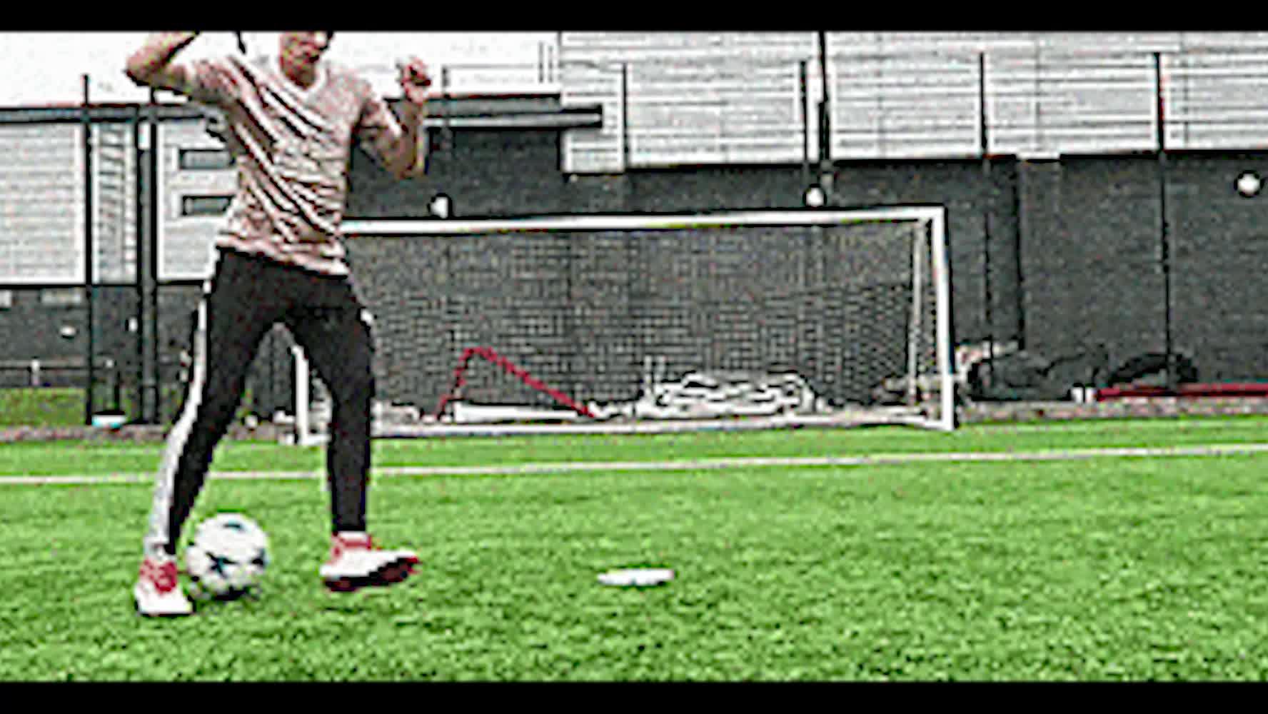 牛人演示20个实用足球技巧