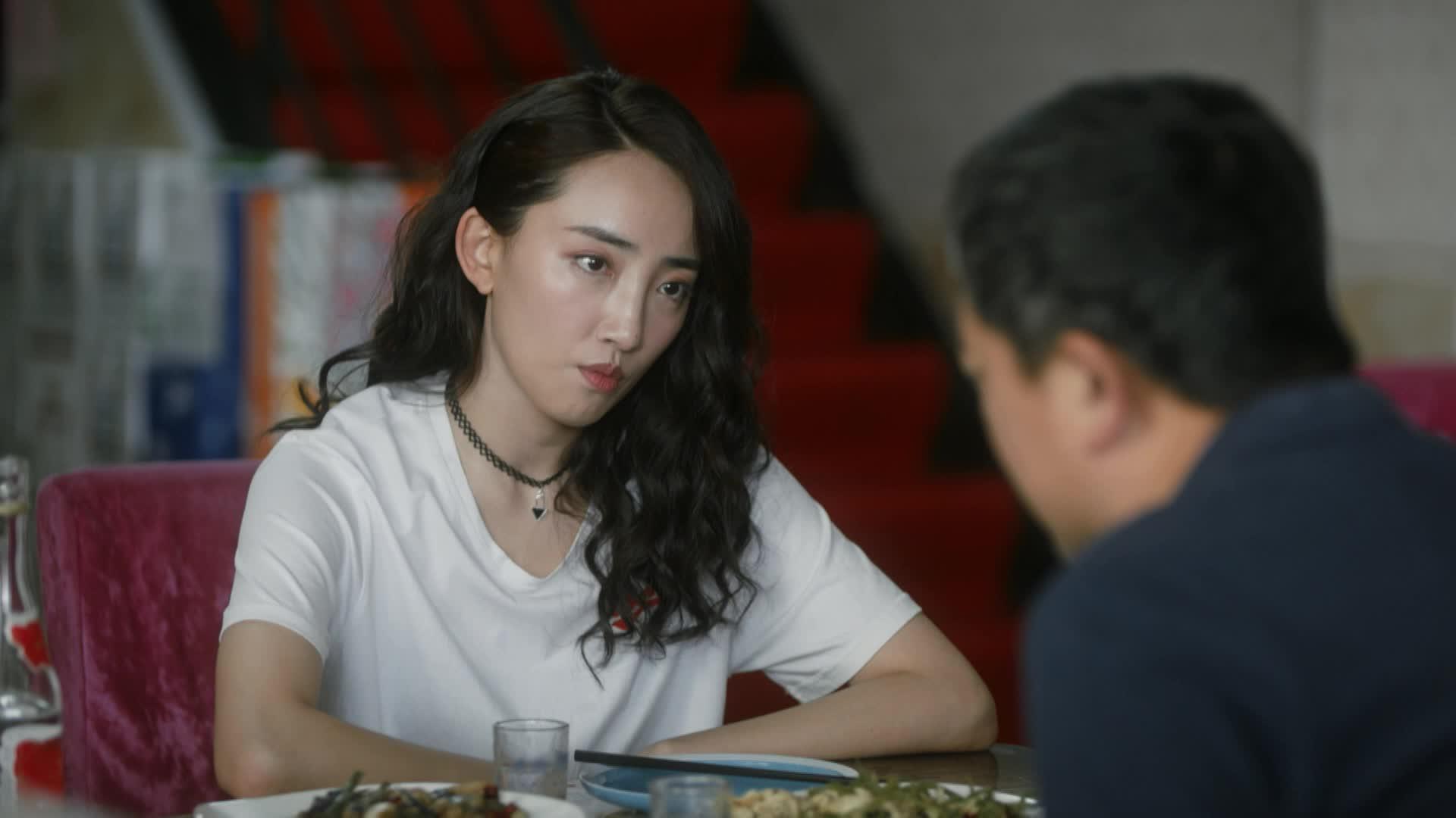 《装台》第十集精彩剧情片段:菊花把蔡素芬的秘密告诉顺子