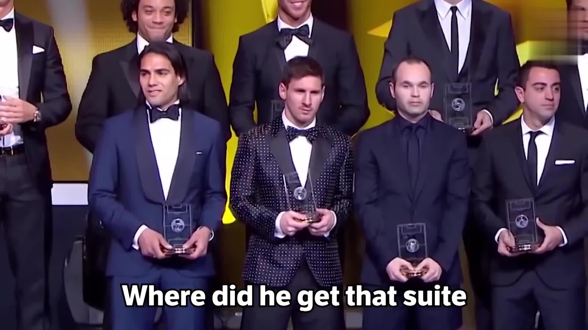 恶搞梅西之歌,记者问马拉多纳为啥梅西比他好,他竟无言以对