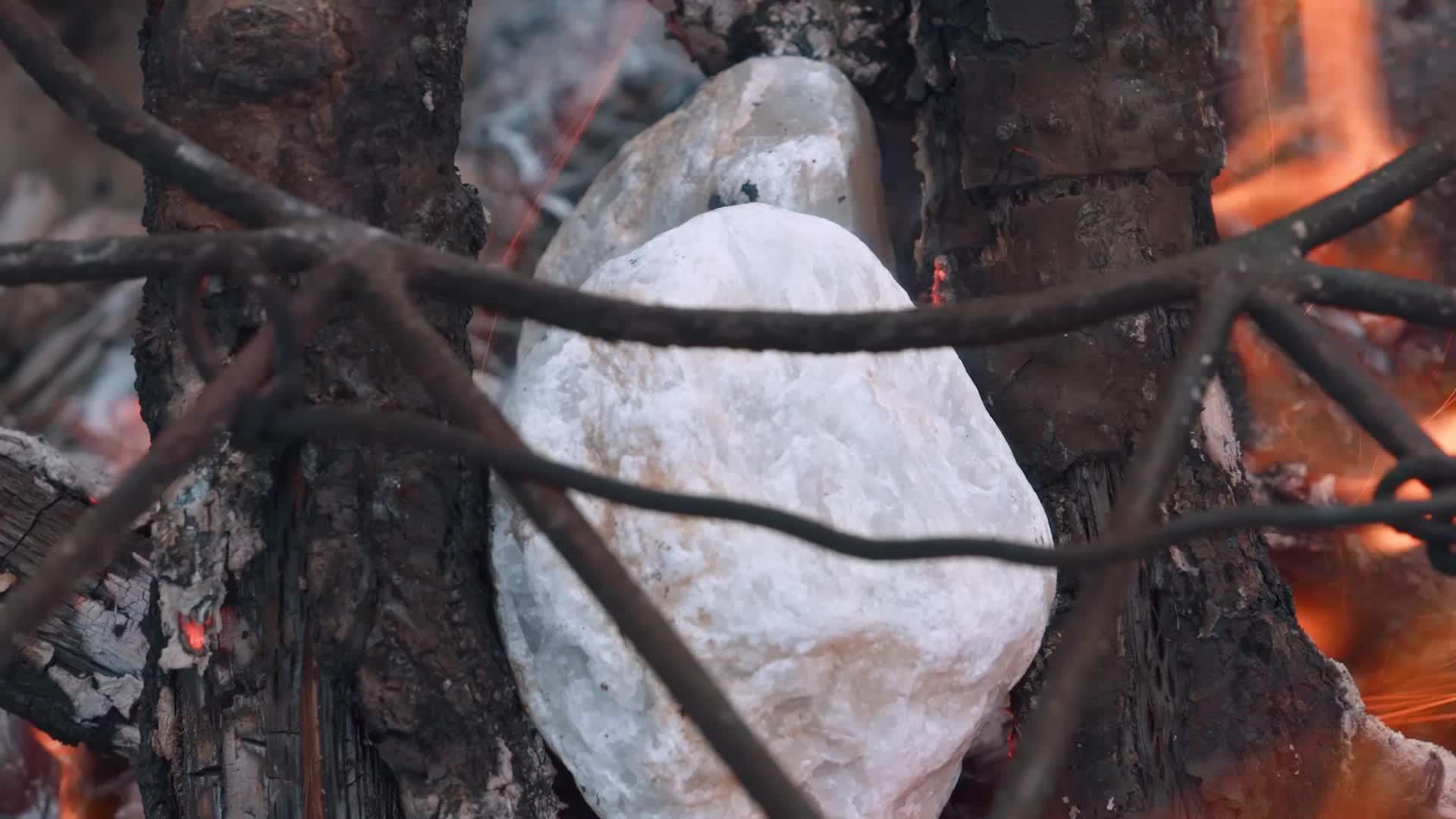 白火石汆汤,石头竟然能做菜!
