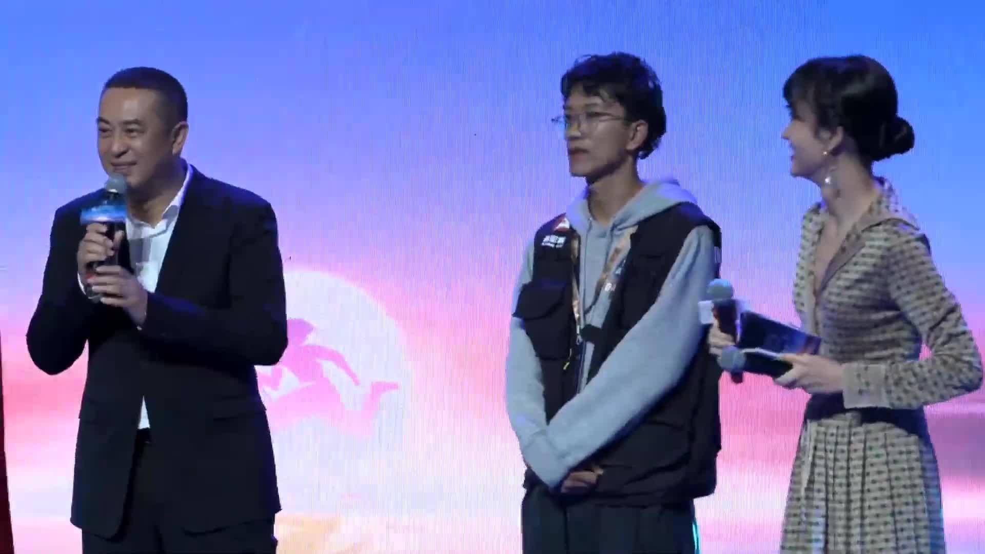 西影之夜:张嘉益与年龄最小西影人共同为西影艺创之家成立仪式揭牌