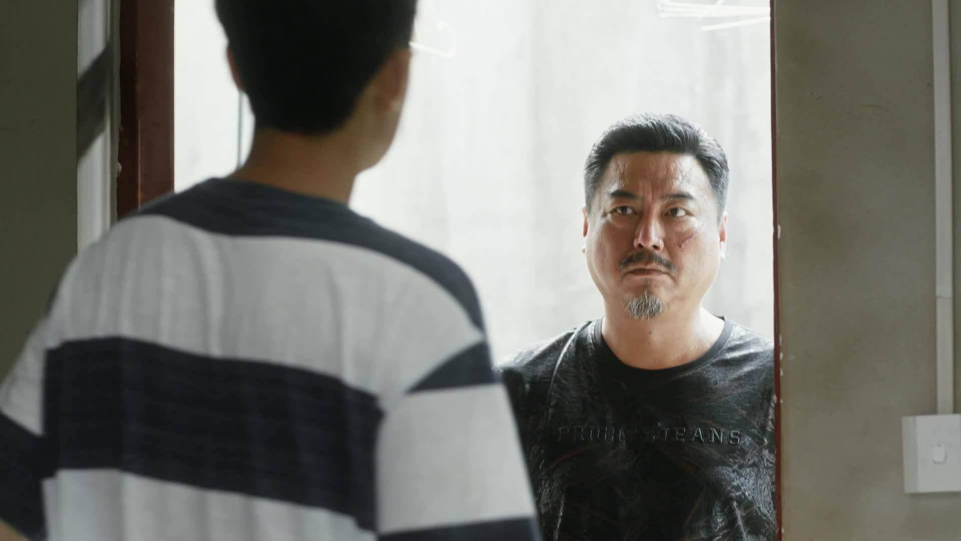 《装台》第十集精彩剧情片段:疤叔正式询问三皮