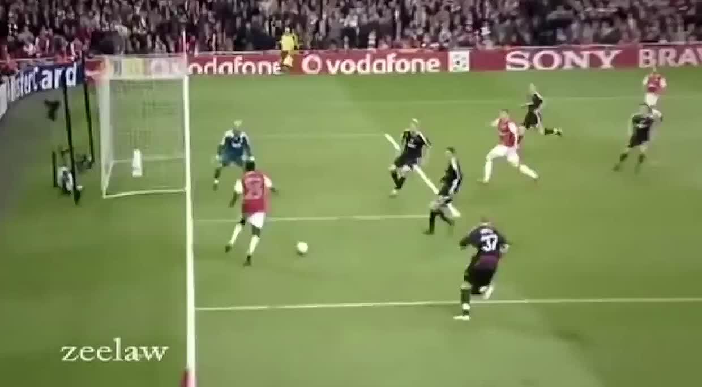 气氛瞬间尴尬,足坛被队友坑了的精彩进球