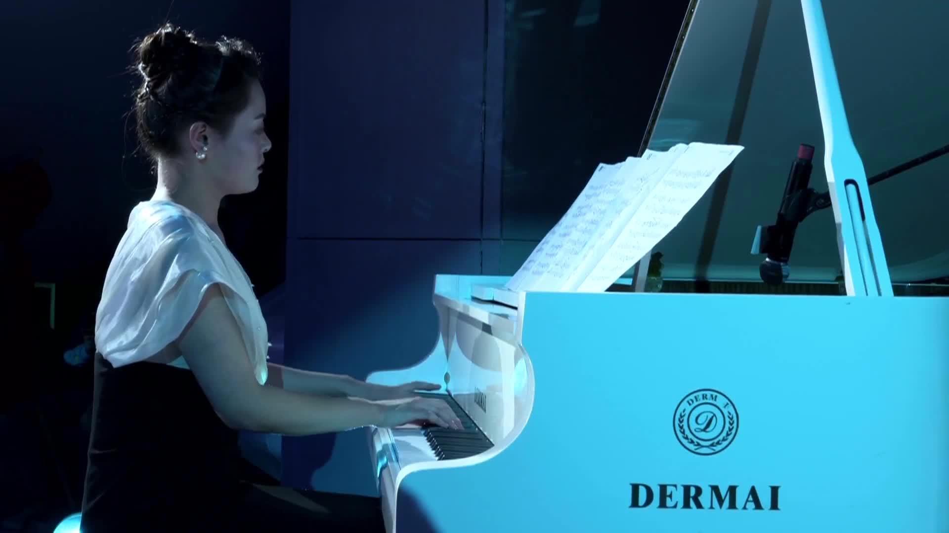 西影之夜:钢琴伴舞《中国月亮》