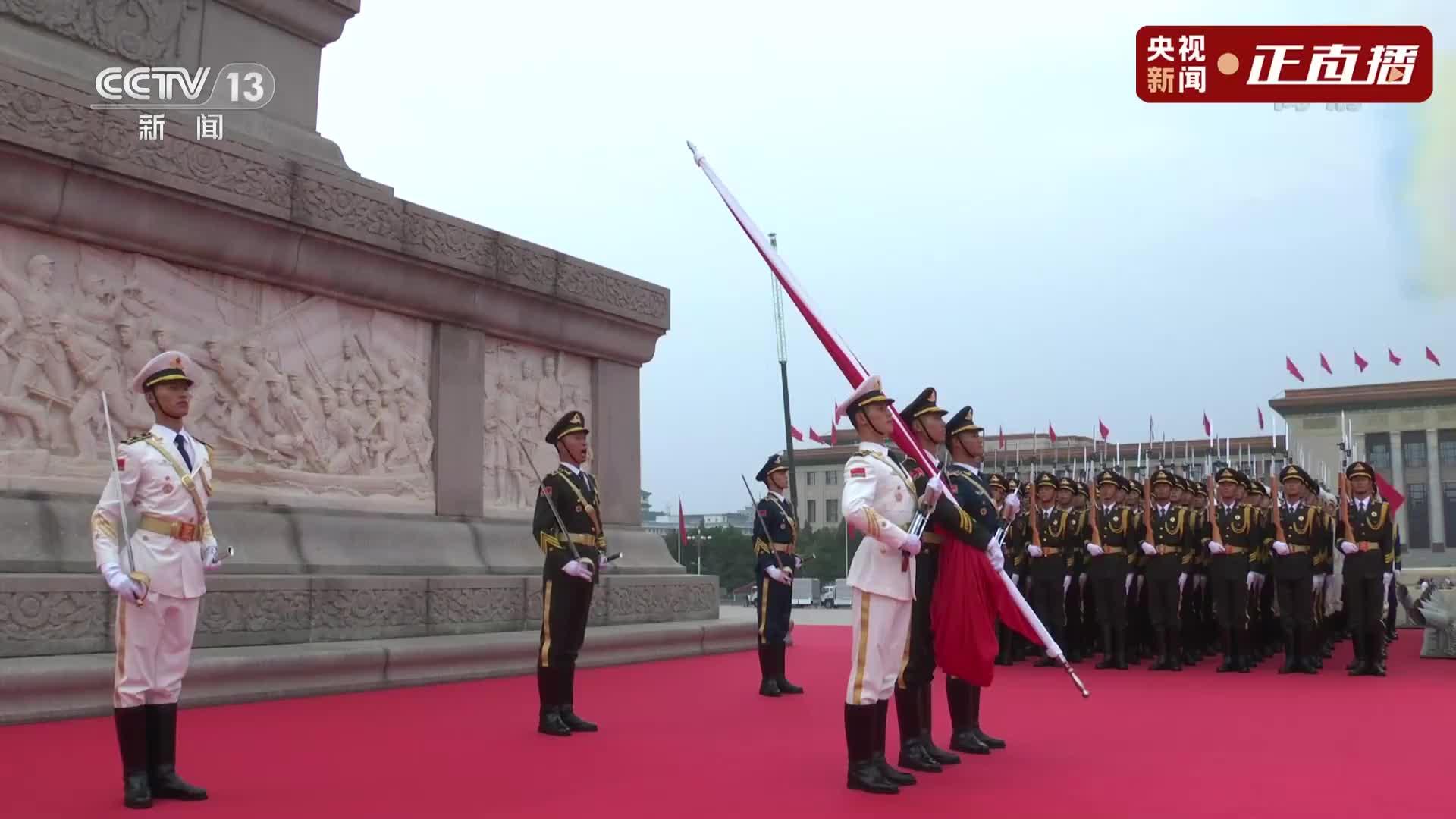 天安门广场鸣放100响礼炮,这一刻,一起聆听!